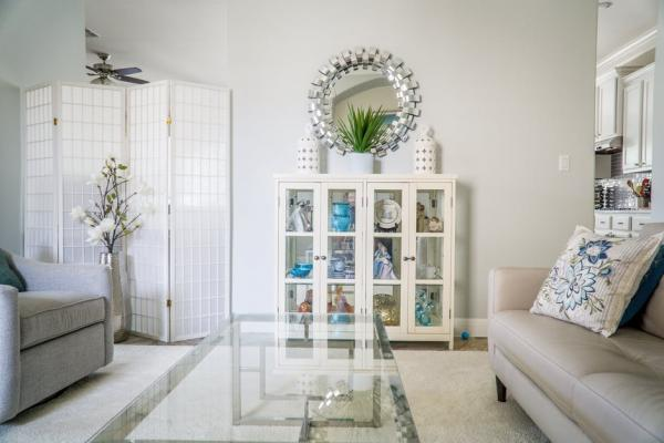 9 Tips for Decorating With Mirrors That Will Brighten Your Room