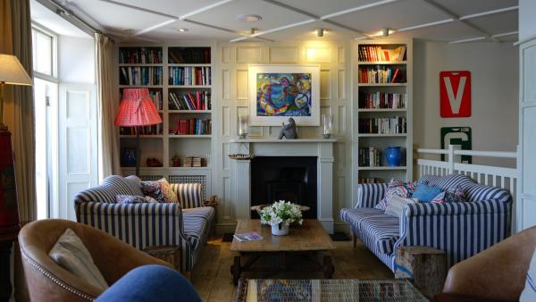 A Complete Guide on How to Choose the Right Living Room Floor Lamps